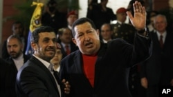 En su segunda visita del 2012 a Venezuela, el presidente Iraní pidió a Dios por la pronta recuperación de Chávez.