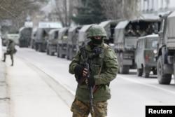 Hoa Kỳ đã ngưng chỉ các chương trình hợp tác quân sự với Moscow sau khi các lực lượng Nga tiến vào bán đảo Crimea và miền đông Ukraine.