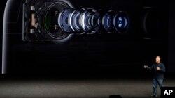 معاون اپل در مراسم محصولات جدید اپل