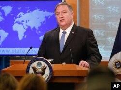 마이크 폼페오 미국 국무장관이 17일 워싱턴 국무부에서 새로운 대 쿠바 조치를 발표했다.