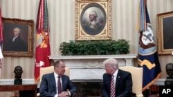 Perezida w''Amerika, Donald Trump i buryo na Sergey Lavrov, umushikiranganji w'Uburusiya ajejwe imigenderanire