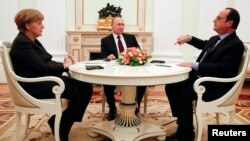 German Chancellor Angela Merkel and Russia's President Vladimir Putin (C) listen to French President Francois Hollande during a meeting on resolving the Ukraine crisis