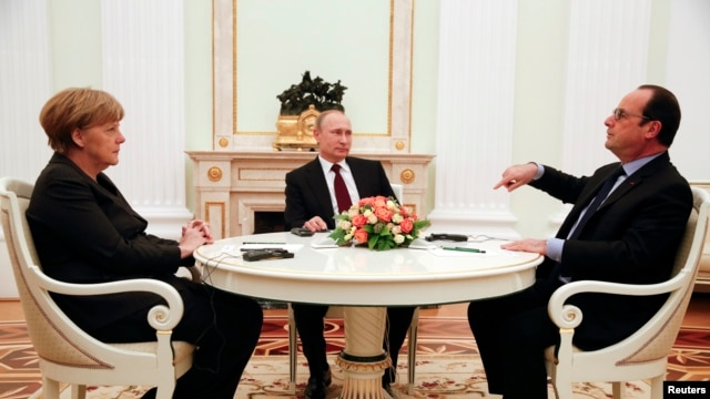 German Chancellor Angela Merkel and Russia's President Vladimir Putin (C) listen to French President Francois Hollande during a meeting on resolving the Ukraine crisis at the Kremlin in Moscow February 6, 2015.