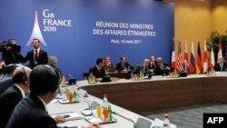 Ngoại trưởng Pháp Alain Juppe (thứ ba từ bên phải) tham dự cuộc họp của khối G8 ở Paris, ngày 15/3/2011