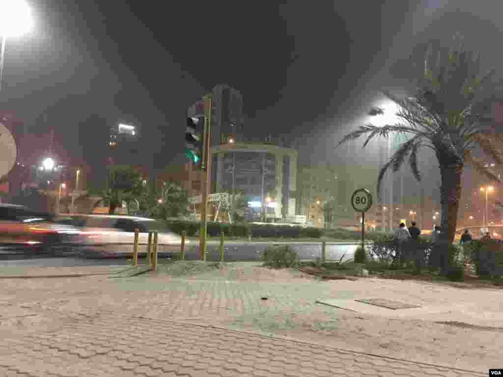 شهر کویت نیز مانند استان های غربی ایران، با پدیده توفان شن مواجه است.