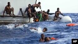 بحیرۀ مدیترانه همه ساله از پناهجویان افریقایی که اروپا می روند، هزاران قربانی میگیرد