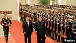 Chủ tịch TQ Tập Cận Bình đón tiếp Lãnh tụ Triều Tiên Kim Jong Un đến thăm chính thức Trung Quốc.