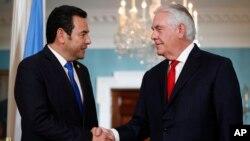 El presidente de Guatemala, Jimmy Morales, se reunió con el secretario de Estado Rex Tillerson, como parte de su visita a Washington, y después de su encuentro horas antes con el presidente Donald Trump.
