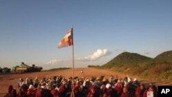Cuộc biểu tình của các nhà sư và dân làng chống lại dự án mỏ đồng này hồi năm ngoái đã bị cảnh sát dùng bạo lực để đàn áp.