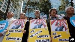 抗议者在首尔集会抗议日本首相安倍晋三在美国国会的演说。(2015年4月30日)