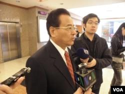 国民党籍立委廖正井2月25日谈扁案(美国之音申华拍摄)