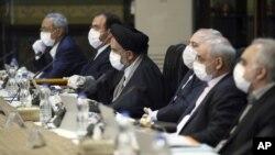 Các quan chức Iran mang khẩu trang trong cuộc họp ngày 18/03/2020.