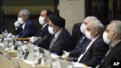 Pertemuan anggota kabinet Iran di Teheran, Iran, Rabu, 18 Maret 2020.