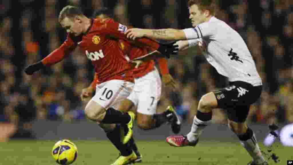 Wayne Rooney កីឡាកររូបនេះគឺជា កីឡាករតែម្នាក់គត់មកពីលីកបាល់ទាត់អង់គ្លេសដែលស្ថិតនៅក្នុងតារាងចំណាត់ថ្នាក់កីឡាកររកប្រាក់ចំណូលខ្ពស់ជាងគេទាំង ១០ នៅលើពិភពលោក។ Rooney រកប្រាក់ចំណូលបាន ២២លានអឺរ៉ូ។