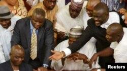 Des membres du Parlement nigérian à l'Assemblée nationale à Abuja, Nigeria, le 25 juin 2015.