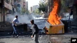 Reform paketi Ekim ayında yurt çapında yaşanan ve 50 kişinin hayatını kaybettiği protestolardan sonra düzenlendi.