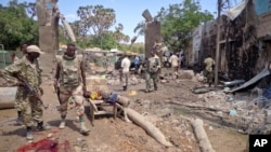 Security forces attend to the scene following a car bomb attack in Beledweyne, Somalia, Nov. 19, 2013.
