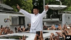 Prabowo Subianto meminta pendukungnya untuk tidak melakukan kekerasan.