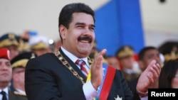 La popularidad del presidente de Venezuela, Nicolás Maduro ha decrecido 47 puntos con relación a la del presidente Hugo Chávez desde que asumió el gobierno de Venezuela.