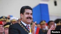 Militares y civiles relacionados al proceso revolucionario que inició Hugo Chávez acusan de Maduro de llevar al fracaso los ideales y conquistas de la revolución.