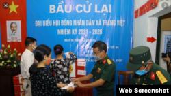 Người dân ở xã Tráng Việt đi bầu cử lại ngày 6/6/2021. Photo TTXVN