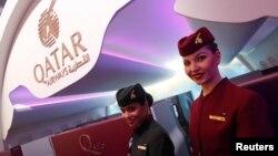 Para pramugari Qatar Airways berpose di International Tourism Trade Fair ITB di Berlin, Jerman, 8 Maret 2017.