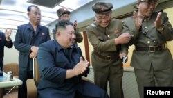 صدر ٹرمپ اور شمالی کوریا کے رہنما کے درمیان خط و کتابت پہلے بھی ہوتی رہی ہے۔ (فائل فوٹو)