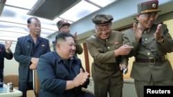 جنوبی کوریا کے رہنما کم کی جانب سے میزائلوں کی نگرانی