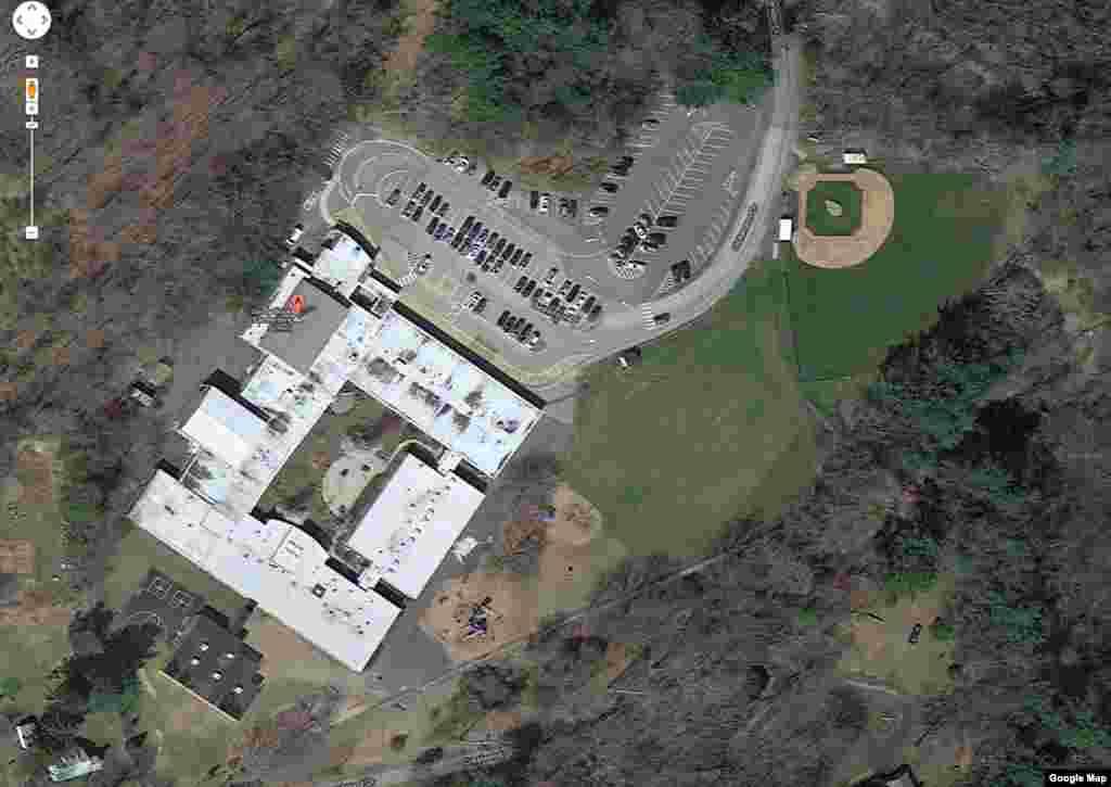 谷歌显示的康涅狄克州纽敦桑迪.胡克小学的卫星图像。