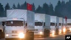 280 truk bantuan kemanusiaan Rusia meninggalkan Alabino, pinggiran Moskow untuk menuju ke Ukraina timur, Selasa (12/8).