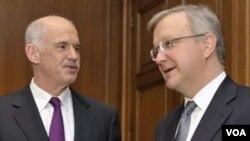 PM Yunani George Papandreou bertemu dengan Ketua Komisi Ekonomi dan Keuangan Uni Eropa, Olli Rehn di Athena, 1 Maret 2010.
