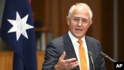 맬컴 턴불 호주 총리가 8일 의사당에서 기자회견을 열고 있다