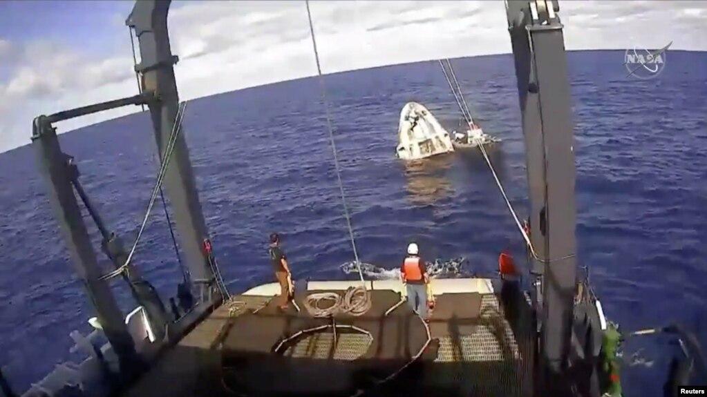 Phi thuyền SpaceX Crew Dragon vừa đáp xuống Đại Tây Dương, cách bờ biển Florida khoảng 200 dặm, sáng ngày 8/3/2019.