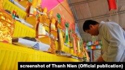 Một lễ cầu siêu được tổ chức ở Đà Nẵng cho các tử sĩ Việt Nam trong trận Gạc Ma năm 1988.