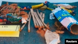 Остатки фейерверков, найденных в рюкзаке Джохара Царнаева на распространённом ФБР фото, 2 мая 2013