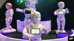 Роботы-андроиды iPal, представленные на технологической выставке CES International (архивное фото)