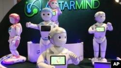"""Robot-robot untuk melayani manusia yang dikembangkan dengan teknologi """"artificial intelligence"""" (foto: ilustrasi)."""