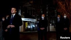 Francuski predsednik Emanuel Makron na mestu zločina