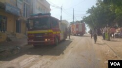 Fire truck and first responders at scene of hotel attack in Somalia, Jan. 25, 2017. (Photo: VOA Somali Service)