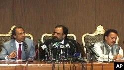 کابینہ کے اجلاس کے بعد وزیر خزانہ نے وزیراطلاعات اور وزیرداخلہ کے ہمراہ پریس کانفرنس کی