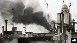 26일 시리아군의 폭격으로 연기나는 홈스 시 (시민 제보 동영상)