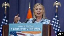 Державний секретар США Гілларі Клінтон виступає з промовою в індійському місті Ченнай