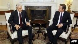 Srpski predsednik Boris Tadić i britanski premijer Dejvid Kameron tokom susreta u Londonu