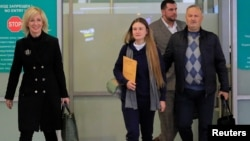 Официальный представитель МИД РФ Мария Захарова, Мария и Валерий Бутины в аэропорту Шереметьево, 26 октября 2019 года