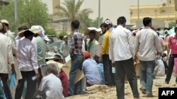 Illegal immigrant workers wait in line at the Saudi immigration offices at al-Isha quarter, al-Khazan district, west of Riyadh, June 30, 2013.