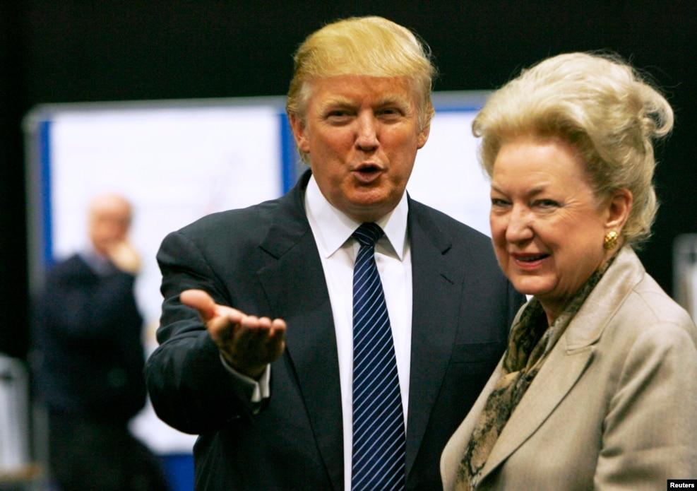 2008年6月10日,川普和擔任聯邦上訴法院法官的姐姐Maryanne Trump Barry交談