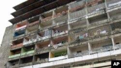 Edifício degradado em Malanje. Jovens da província têm dificuldade em arranjar casa