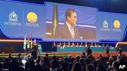 국제형사경찰기구 인터폴 총재에 선출된 김종양 선임 부총재가 21일 아랍에미리트 두바이에서 열린 총회에서 연설하고 있다.