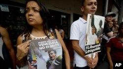 En la imagen, venezolanos protestan contra el juicio al líder opositor Leopoldo López en julio.