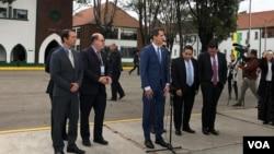 """""""Todo el mundo puede esperar que EE.UU. continuará (tomando medidas para apoyar a la oposición venezolana)"""", dijo Pompeo después de reunirse con el presidente encargado Juan Guaidó en Bogotá, Colombia en el marco de una conferencia regional sobre terrorismo."""